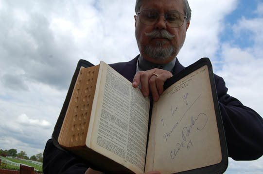 Elvis Bible to go on display