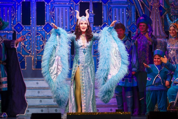 Review: Snow White at New Wimbledon Theatre